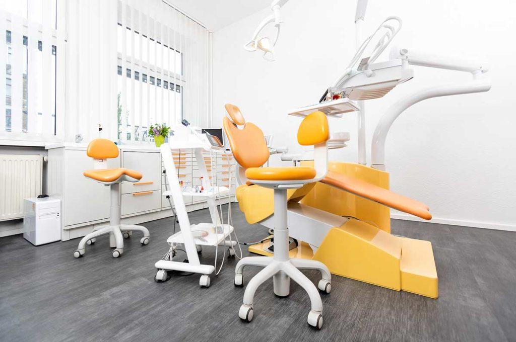 Behandlungsraum 2 Zahnarzt Naghibi Jena